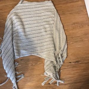 Poncho with small hole